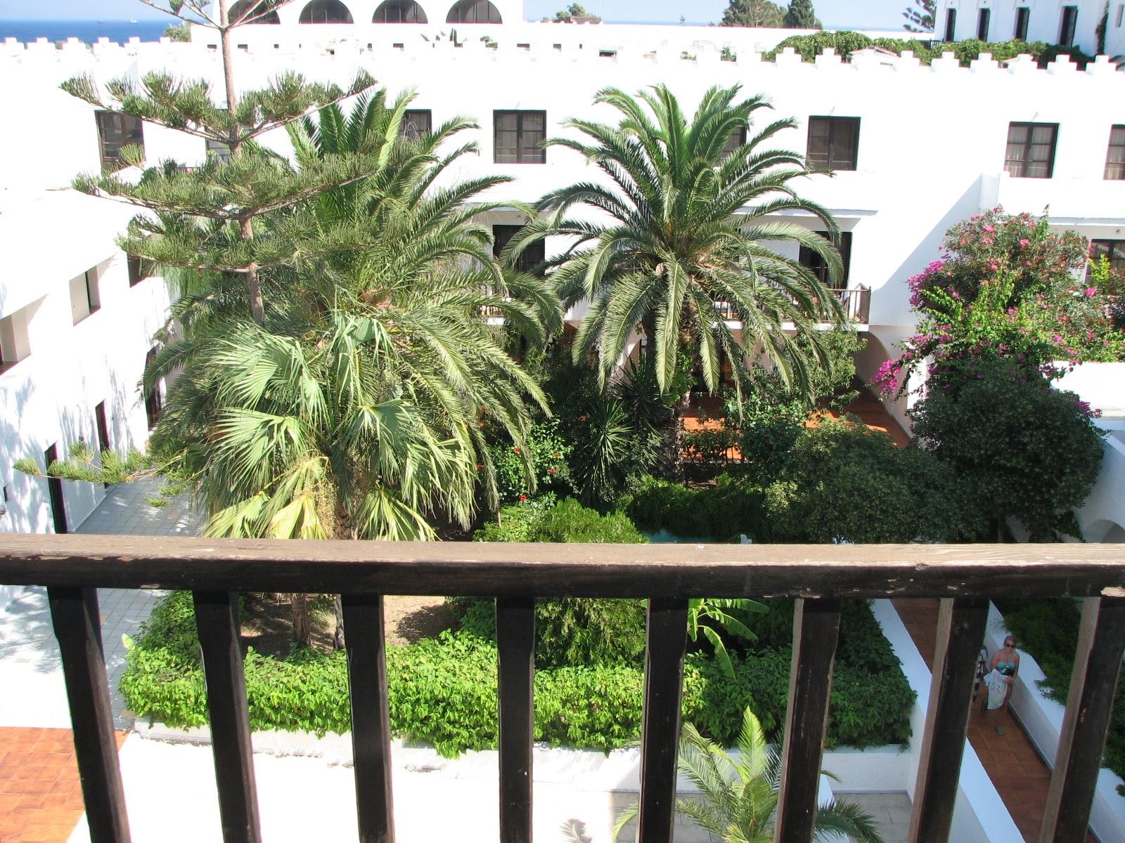 Oceanis Beach Resort. Внутренний двор отеля.