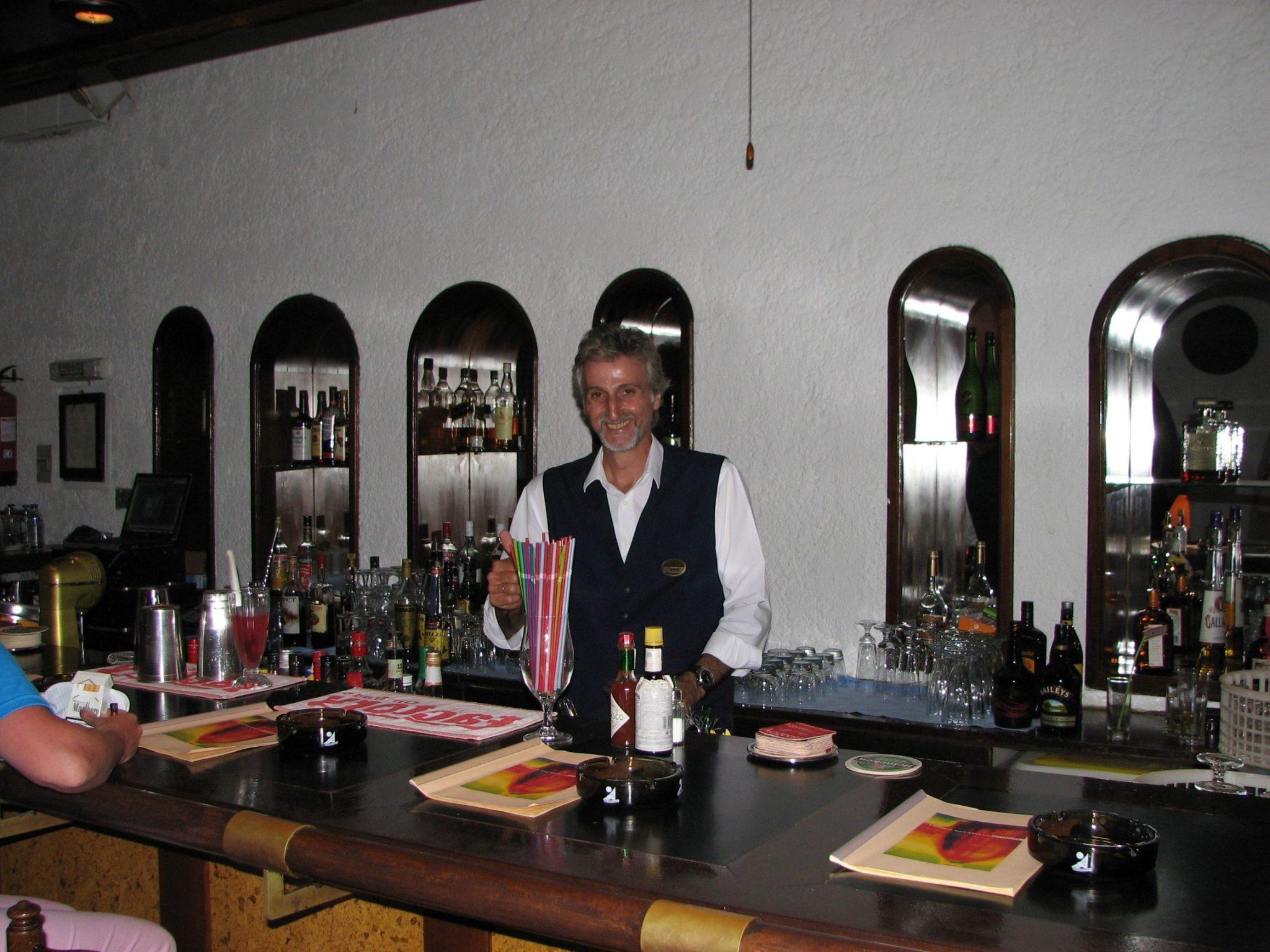 Настоящий греческий бармен