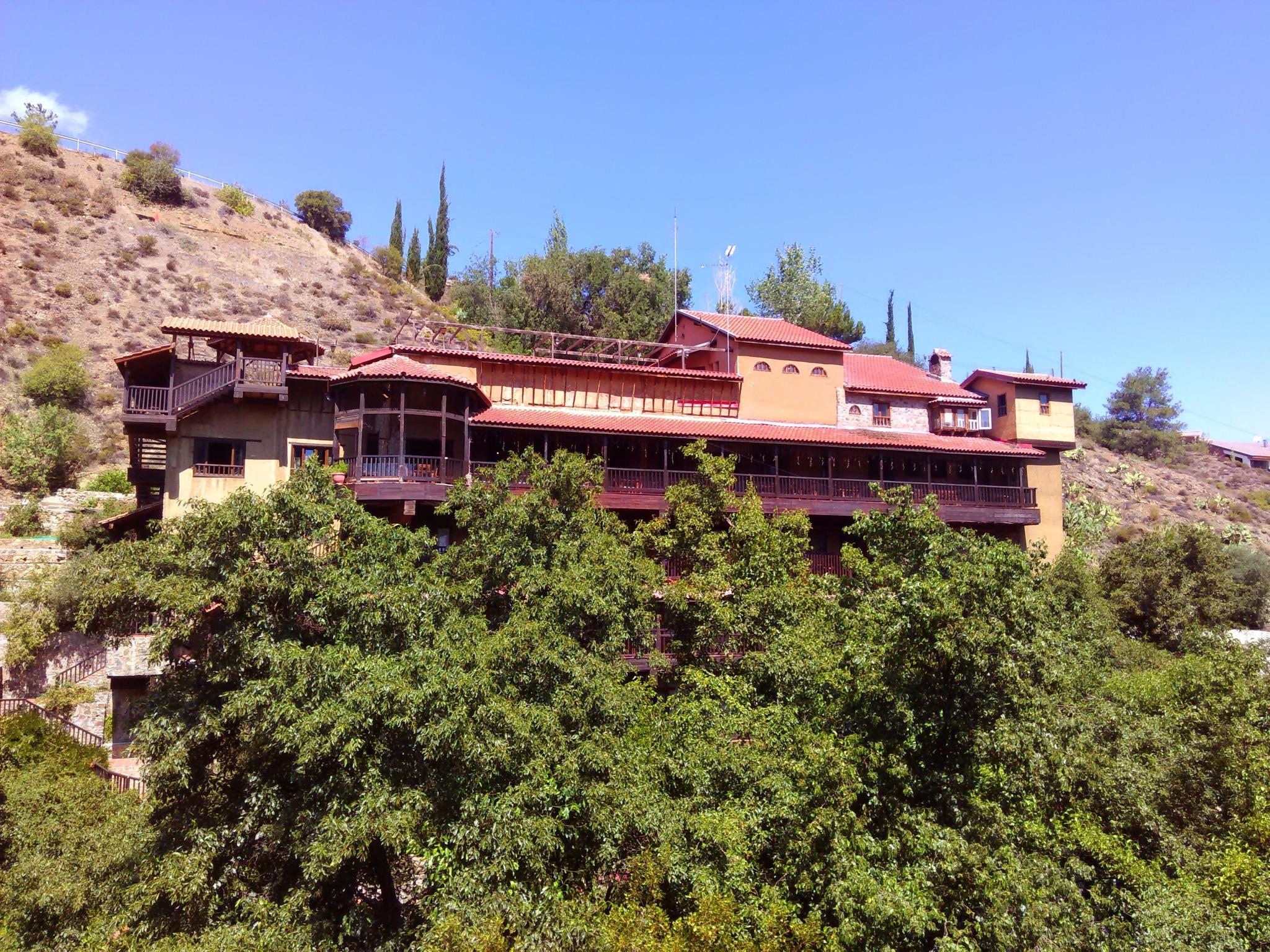 Симпатичный домик в деревне (остров Кипр)
