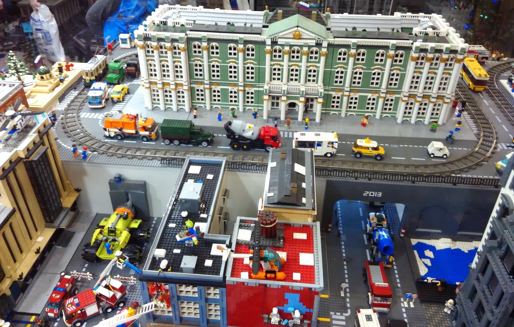 Зимний дворец. Музей LEGO