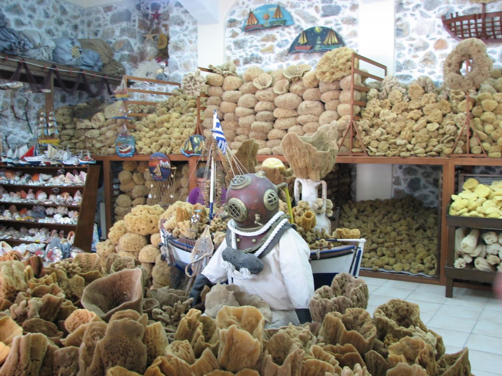 Магазин натуральных губок в Греции