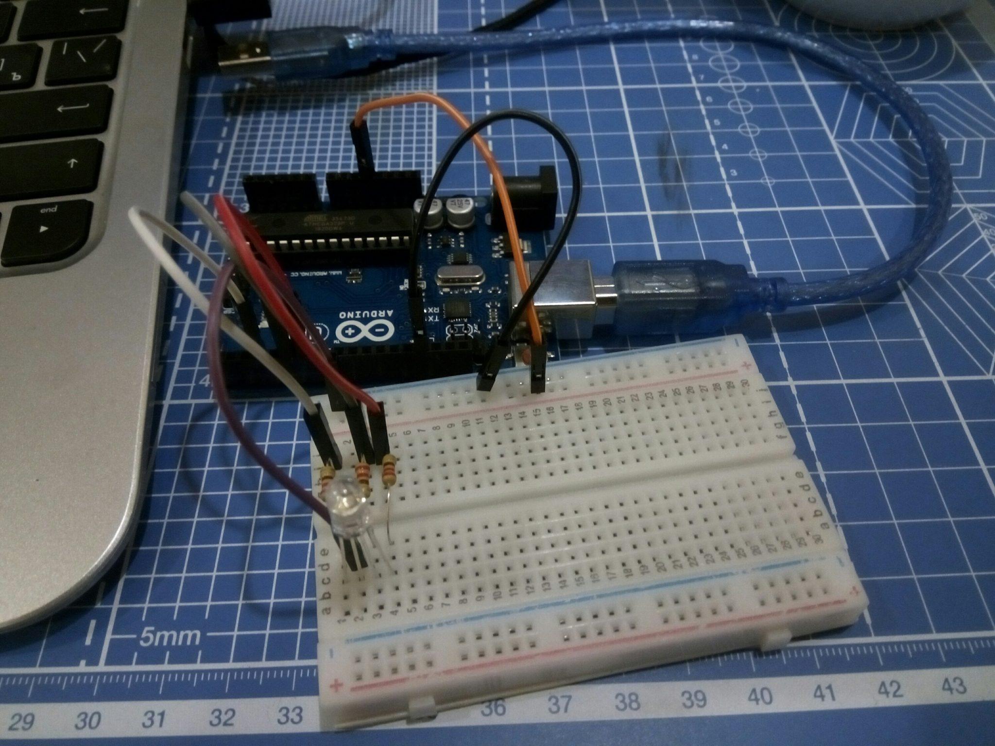 Arduino Uno, макетная плата, RGB светодиод